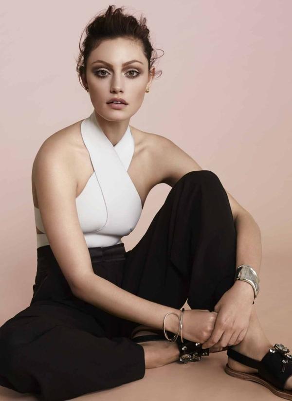 """Phoebe apparaît dans le nouveau magazine """"Vogue Australia""""."""