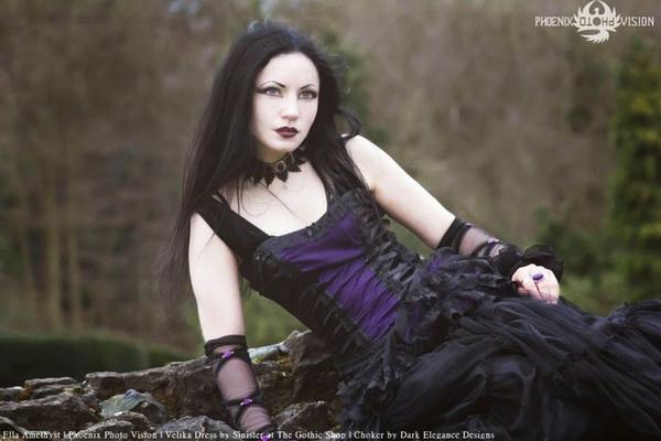 Ella Amethyst : modèle goth