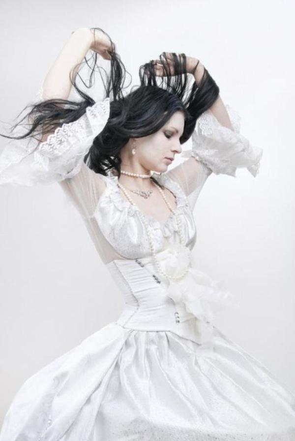 Goths tout de blanc vêtus