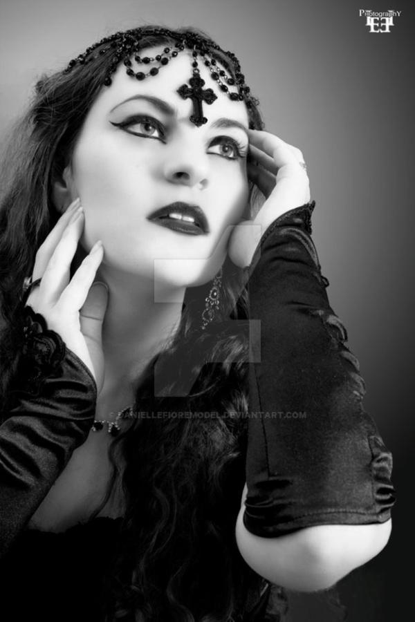 Danielle Fiore : modèle goth