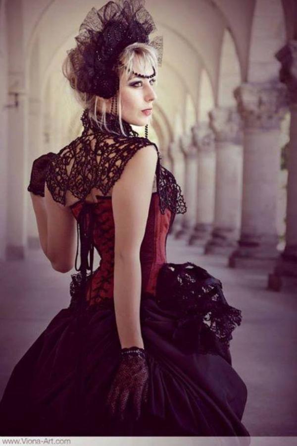 Mélusine romance : modèle et créatrice