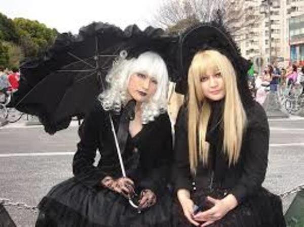 Looks gothic lolita