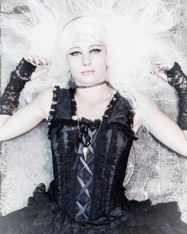 Dames goths en corsets