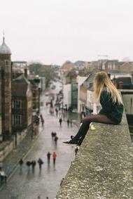 À mon avis, les tragédies ça fait partie de la vie, on va pas baisser les bras parce qu'on est malheureux. Je me suis rendu compte d'une chose, quand on vous brise le c½ur, il faut se battre de toutes ses forces et s'accrocher à la vie, parce qu'elle continue quoiqu'il arrive et cette douleur qui vous déchire fait partie de la vie aussi tout comme la peur et le mal être. Toutes ces sensations qui sont là pour nous rappeler que les choses s'arrangeront, ça vaut le coup de continuer à se battre.Les frères Scott, Nathan.