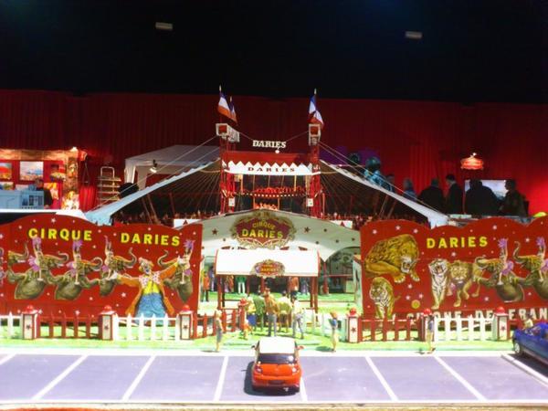 Maquette géant de ce salon Cirque DARIES ... échelle 1/24
