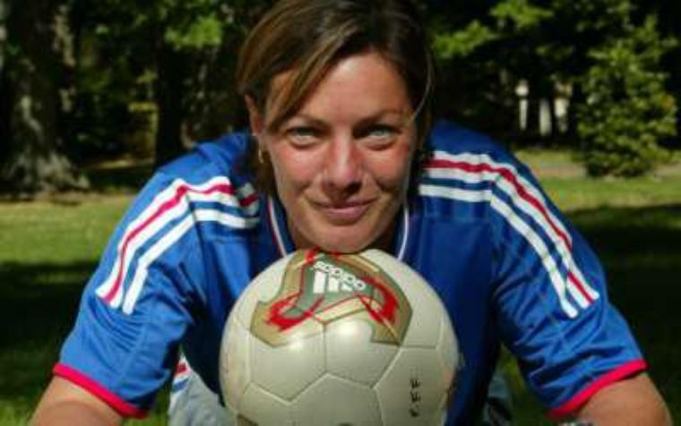 UN SIECLE DE FOOTBALL FEMININ