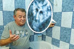 Le visage du diable apparait dans une salle de bain en Hongrie
