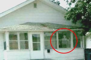 Une famille déménage à cause d'un effrayant fantôme