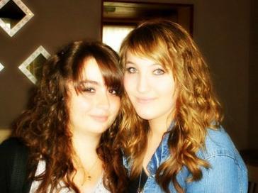 ~ Parce qu'elle est ma meilleure amie sur cette terre et que je l'aime. ♥