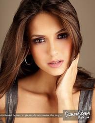 Nina Dobrev alias Elena Gilbert :