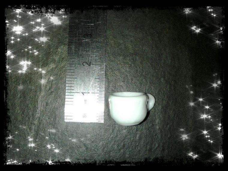 Revue miniature en porcelaine