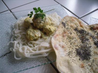 Boulettes de poulet au curry et ses naans au pavot