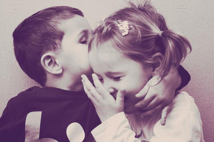 Le premier amour est rarement le plus réussi, ni le plus parfait... Mais il reste le premier.