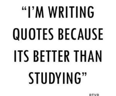 """""""Il est une bonne chose de lire des livres de citations, car les citations lorsqu'elles sont gravées dans la mémoire vous donnent de bonnes pensées."""" Winston Churchill."""