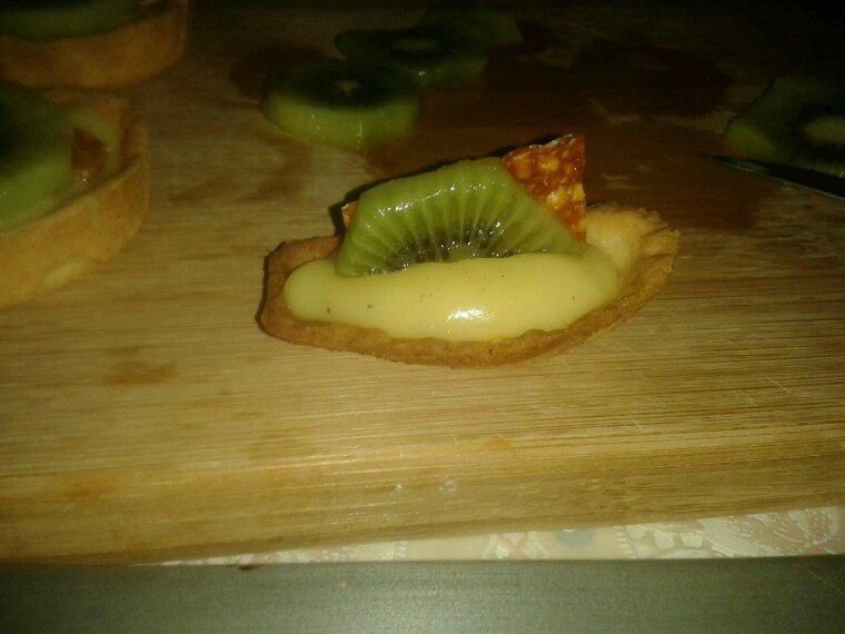 Tartes des iles kiwi nougatine et letchi avec ma pate sucrée maison et ma douce crème patissière