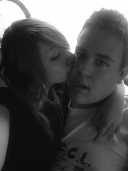 Je t'aime, un mot qui veut dire tellement de choses à la fois, Je t'aime, un grand mot pour te dire ce que je ressens envers toi, Je t'aime(l)