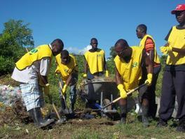 Jacmel – Sociale : Les jeunes nettoient le collège Notre Dame du Perpétuel Secours