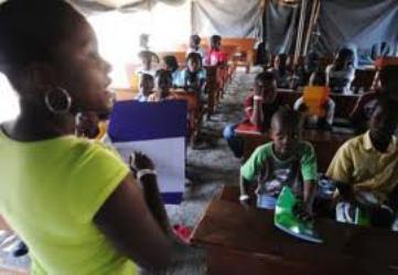 Sud'est – Education : Des enfants reçoivent encore du pain de l'instruction sous des prélats