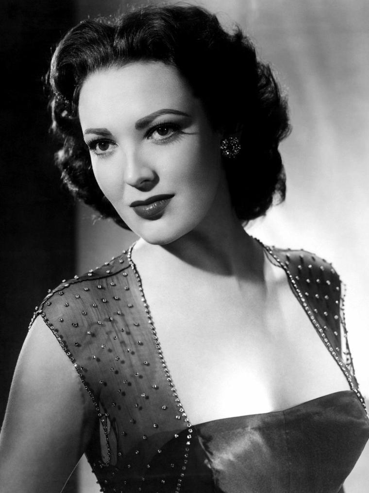 "Linda DARNELL (Born : Monetta Eloyse DARNELL,  October 16, 1923 in Dallas, Texas, USA,  Died : April 10, 1965 (age 41) in Glenview, Illinois, USA) Height	5' 4"" (1,63 m)"