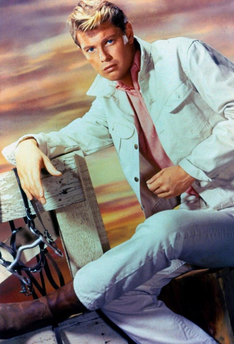 "Troy DONAHUE (Born : Merle JOHNSON Jr.,  January 27, 1936 in New York City, New York, USA,  Died : September 2, 2001 (age 65) in Santa Monica, California, USA)  Height : 6' 2"" (1,88 m)"