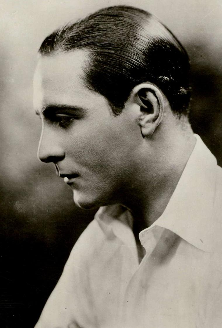 "Ricardo CORTEZ (Born : Jacob KRANTZ,  September 19, 1900 in New York City, New York, USA,  Died : April 28, 1977 (age 76) in New York City, New York, USA) Height : 6' 1"" (1,85 m)"