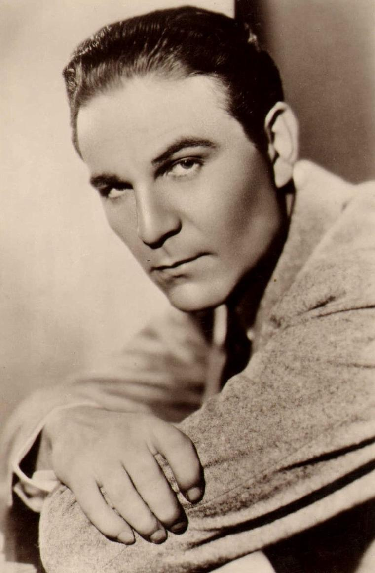 "Henry WILCOXON (Born : Harry Frederick WILCOXON,  September 8, 1905 in Dominica, BRITISH WEST INDIES,  Died : March 6, 1984 (age 78) in Los Angeles, California, USA) Height : 6' 4"" (1,93 m)"