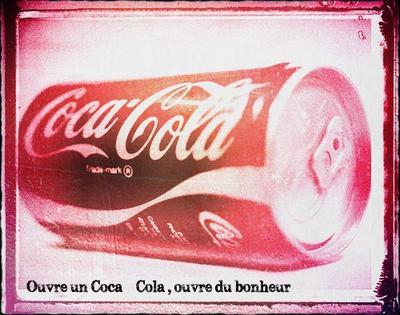 """""""Ouvre un Coca-Cola , ouvre du Bonheur ..."""""""