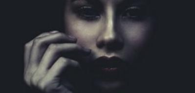 Perdre quelqu'un ce n'est pas quelque chose d'anodin... Ça nous rappelle en permanence que la vie ne tient qu'à un fil. [Vampire Diaries.]
