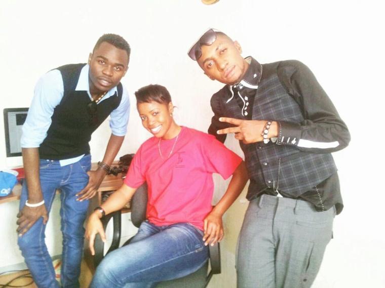 Yannick mbongo drummeur du groupe les lionceaux et la Sr Sandra mbuyi et Fr Mercisse Elonga