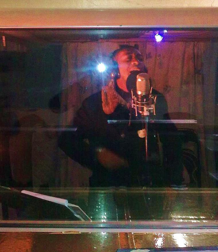 """FRERE MERCISSE ELONGA EN PLEINE STUDIO POUR SON MAXI SINGLE """"Chemin de la vérité"""" Prévu pour 2014."""