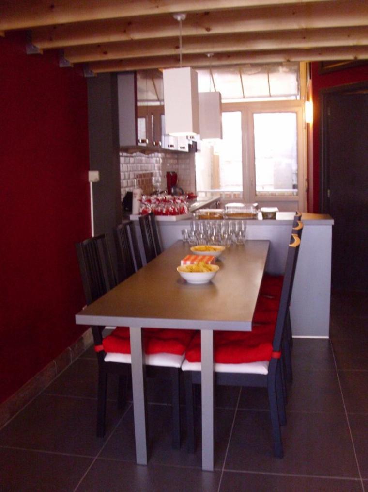 Salle à manger et cuisine.