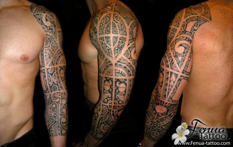 Tatouage polynésien sur le bras par tahiti tattoo a sanary entre toulon et marseille dans le var