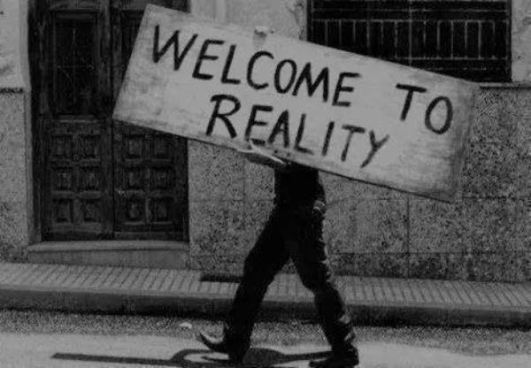 """""""Le monde tourne, c'est tout. On peut s'accrocher et tourner avec, ou se lever pour protester et se faire éjecter."""" Stephen King"""