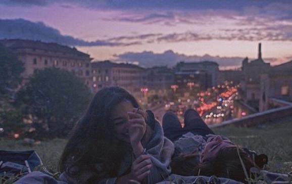 """""""Et c'est ainsi qu'on s'est ignorés jusqu'à nous transformer en deux inconnus avec des souvenirs en communs."""""""