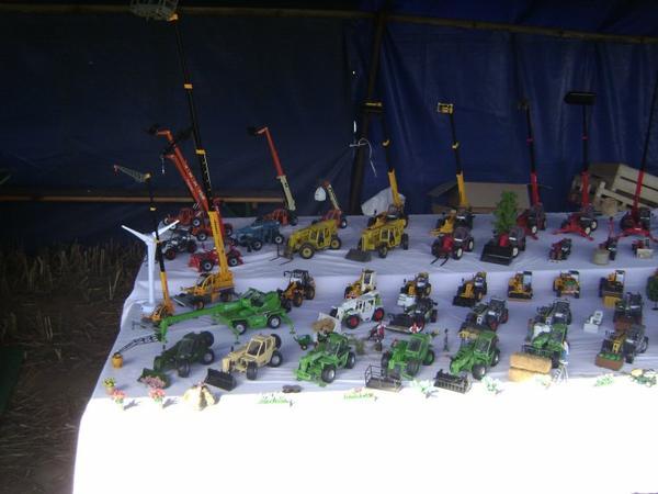 comise agricole a plouha  le samedi 15 septembre  moi avec tous mais télesco, porte clé et ,tracteur 1/43