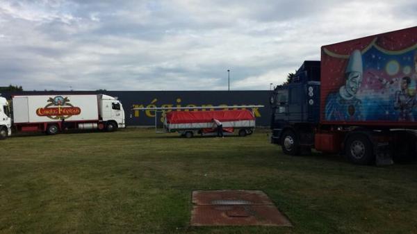 Le cirque Français à Ploubalay (22) le 24 juillet (installation du chapiteau)