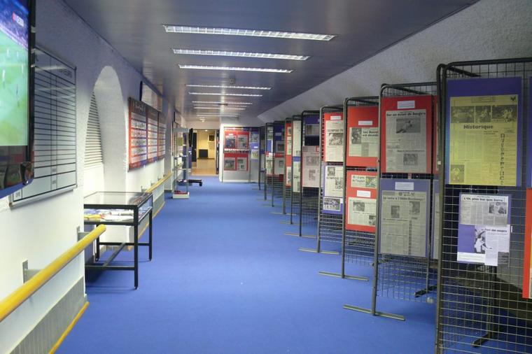 Exposition 60 ans Olympique Lyonnais Couloir vestiaire