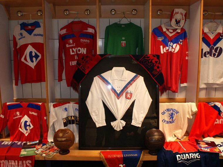 Exposition 60 ans Olympique Lyonnais Vestiaire visiteur