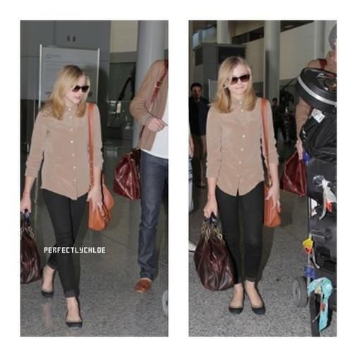 13.06.12: Chloe prend l'avion pour Toronto où elle tournera son nouveau film, Carrie. On la voit aussi arrivé à Toronto