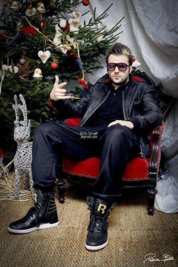 . Le 04 Décembre 2011 : Nouvelle photo sur le Facebook officiel d'Helmut ! Plus que quelques heures à attendre avant la mise en ligne du Clip ! .
