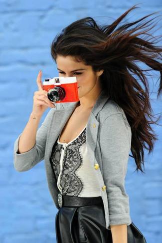 Selena Gomez est l'une des actrices les plus appréciées sur Twitter et Facebook