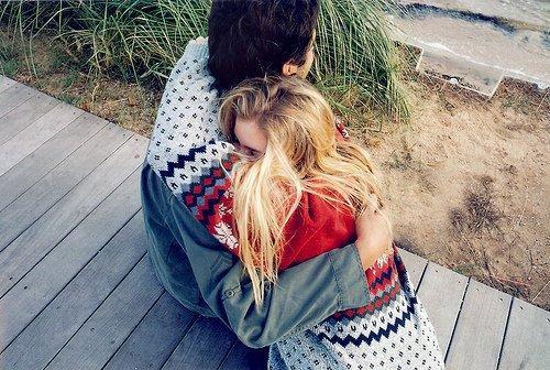 On passe la moitié de sa vie à attendre ceux qu'on aimera et l'autre moitié à quitter ceux qu'on aime»
