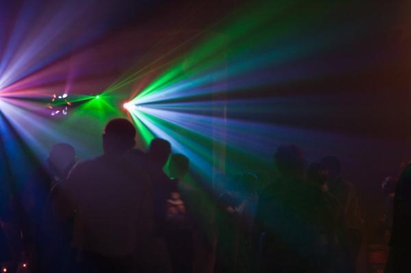 Animation dansante, sono, jeux de lumiére, piste de danse 100M2