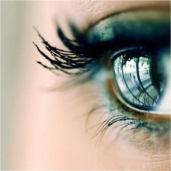 La véritable amie n'est pas celle qui essuie tes larmes mais celle qui t'empêche d'en verser.