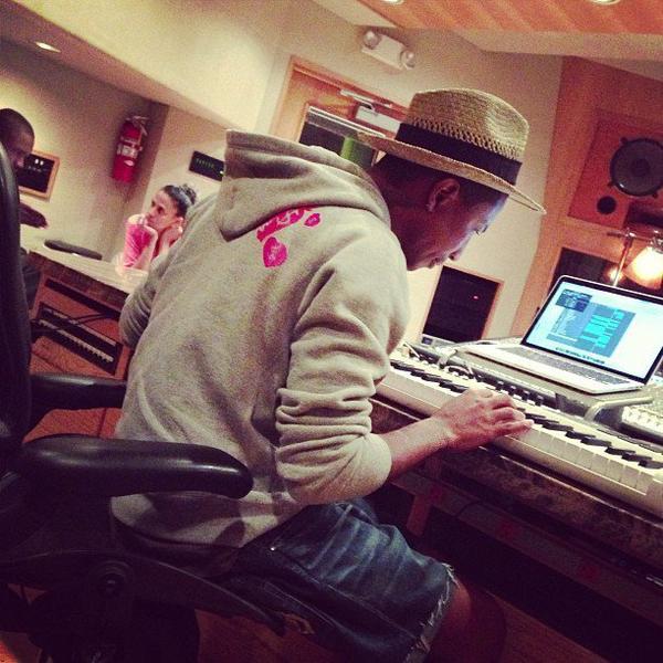 Pharrell en studio avec ... - 9 août 2013
