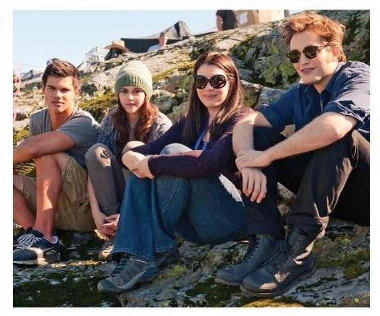 Photographie des trois acteurs principaux de Twilight et de l'auteur :)