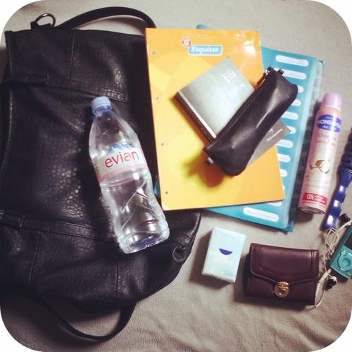 BACK TO SCHOOL : WHAT'S ON MY SCHOOL BAG ?