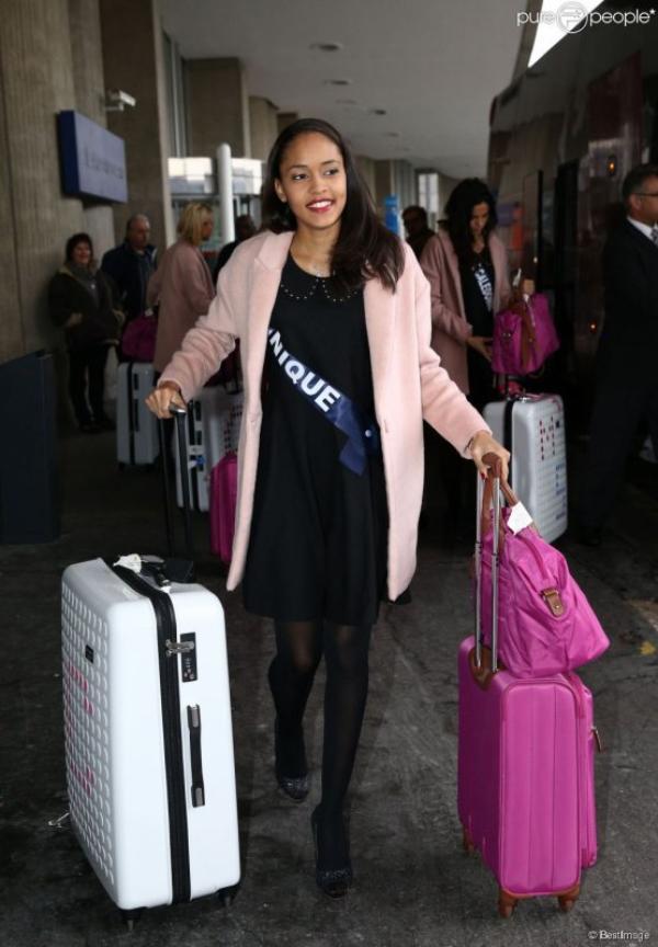Miss France - arrivée des candidates à l'aéroport