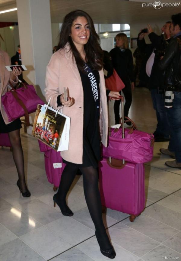 Miss France 2015 - arrivée des candidates à l'aéroport