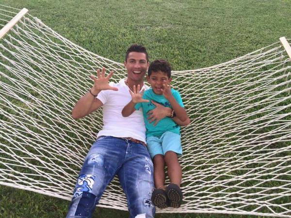 Cr7 avec son fils